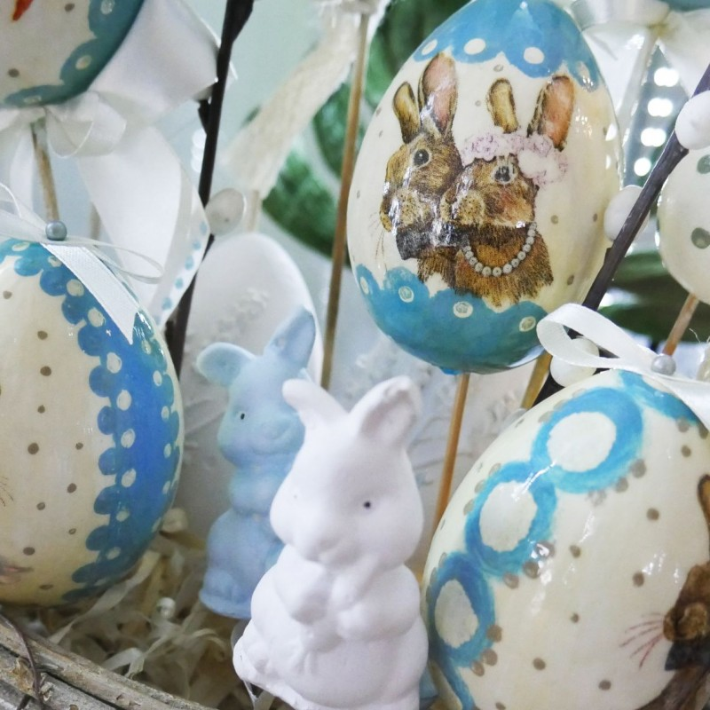 """Jajka wielkanocne wykonane przez Panie z sekcji rękodzieła artystycznego """"gUsToWnia"""" UTW Kęty / fot. DK Kęty"""